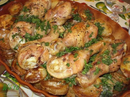 rumyanye-kurinye-nozhki-s-kartofelem-i-pomidorami_6465