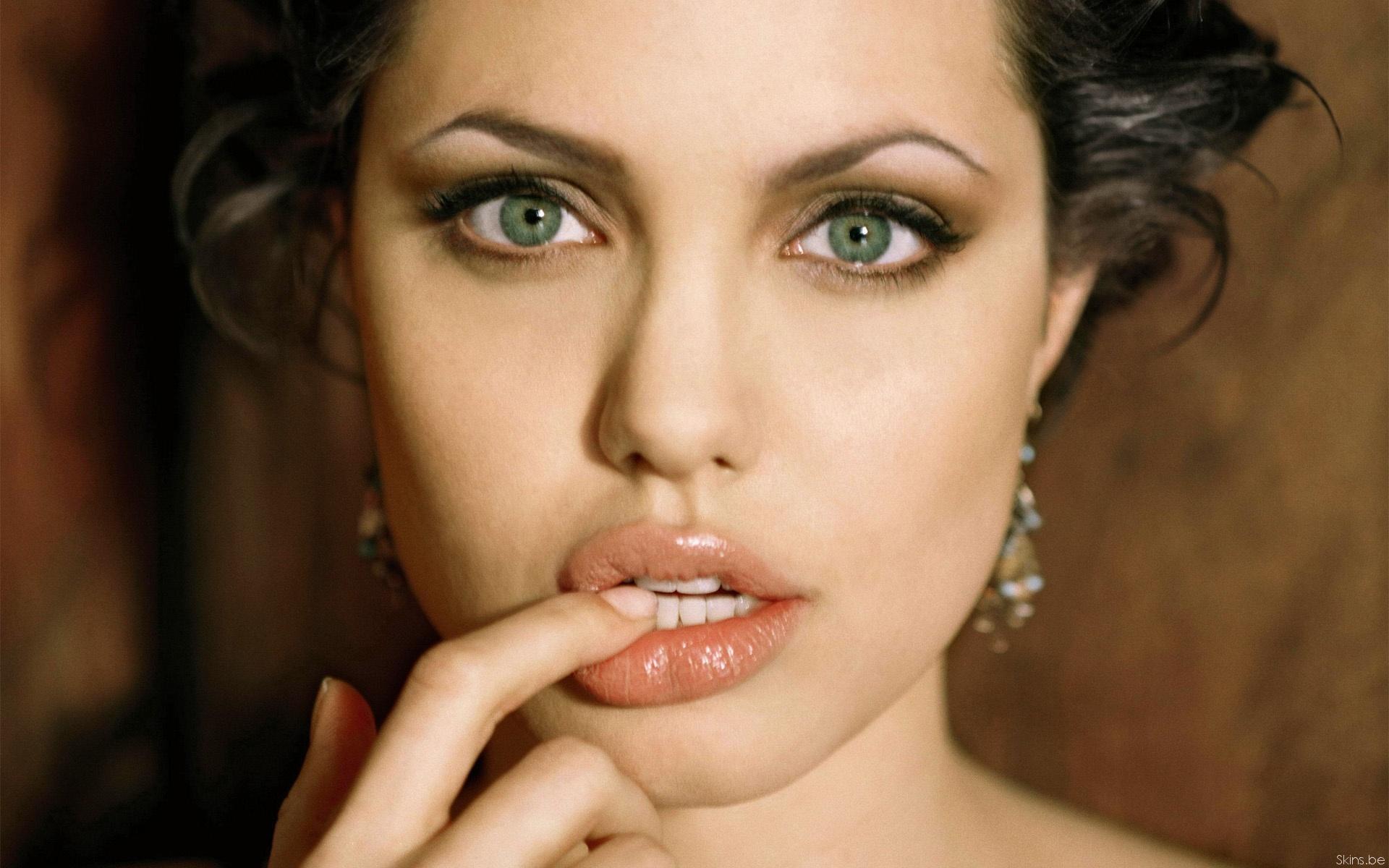 Смотреть 4 бесплатных способа увеличить губы вдомашних условиях видео