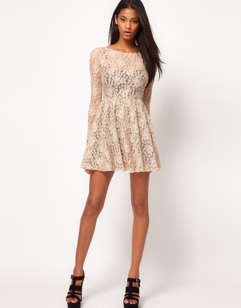 кружевное платье светлое